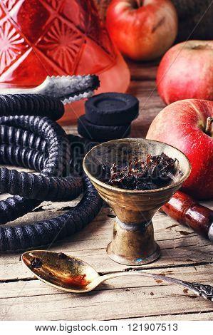 Hookah With Apple Flavor