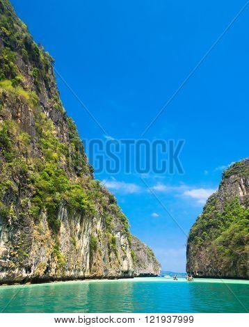 Lagoon Mountains Idyllic Island