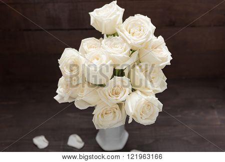 White roses flower are in the vase.