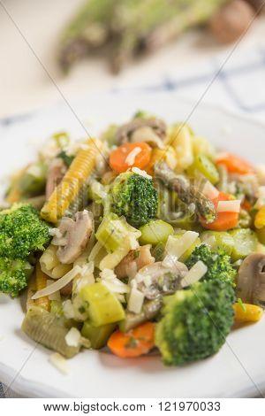 Pasta primavera with spinach tortellini, broccoli and carrots