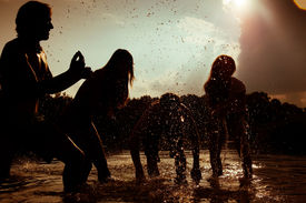 foto of beach party  - People  - JPG