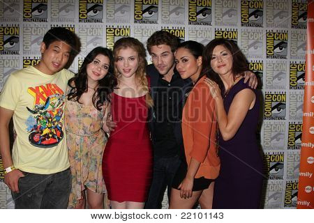 SAN DIEGO - JUL 22:  Ki Hon Leem, Grace Phipps, Skylar Samuels, Grey Damon, Alyssa Diaz, Amy Pietz at the 2011 Comic-Con - Day 2 at San Diego Convention Center on July 22, 2010 in San DIego, CA.