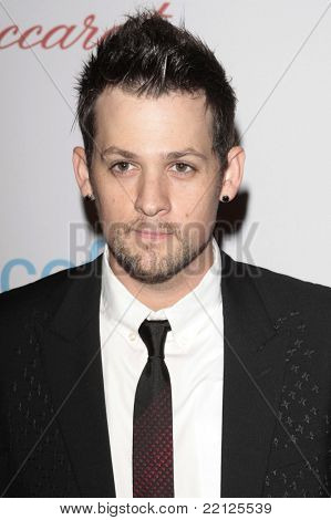 BEVERLY HILLS - NOV 22: Joel Madden at the 2008 UNICEF Snowflake Lighting Ceremony hosted by Joel Madden and Nicole Richie on Rodeo Drive in Beverly Hills, CA on November 22, 2008