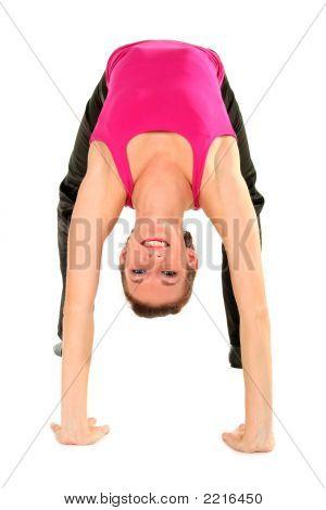 Mujer de flexión sobre al revés