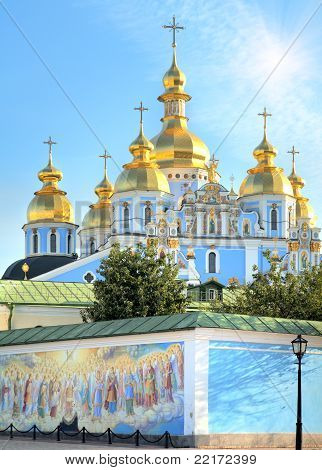 Kyiv Mykhailiv'skyj Sobor Mith Sun In Sky