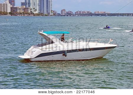 Cabin Cruiser on the Intercoastal