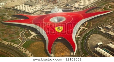 Ferrari World Park é o maior parque de diversões Indoor do mundo