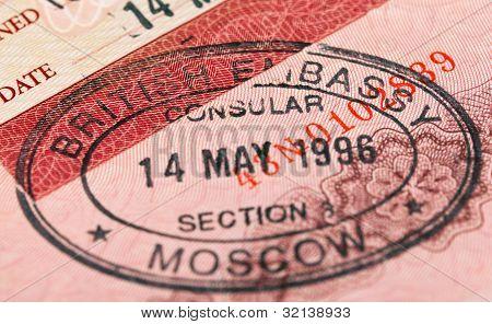 britische Visa Stempel in Ihrem Reisepass. closeup