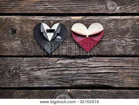 Forma de corazón simbólico de masculinos y femeninos. Sobre fondo de madera vintage antiguo. Boda o st.San Valentín el