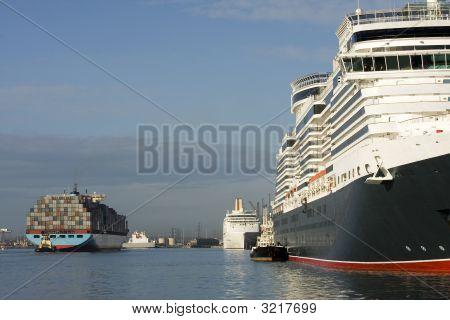Contenedores y cruceros