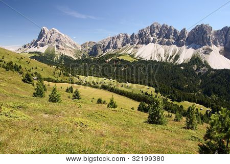 view of geislergruppe and peitlerkofel near of bressanone - dolomiti italy