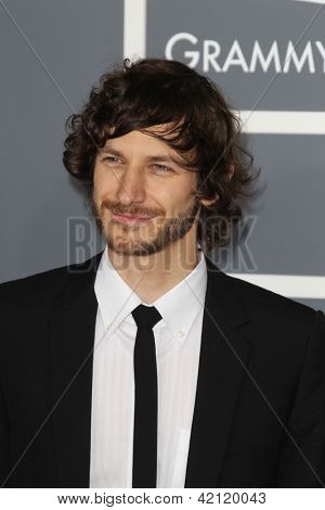 LOS ANGELES - 10 de fev: Gotye chega no 55o Anual Grammy Awards no Staples Center, em fevereiro