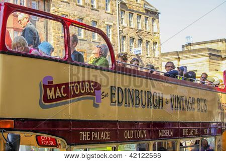 City Tour In Edinburgh In Vintage Bus