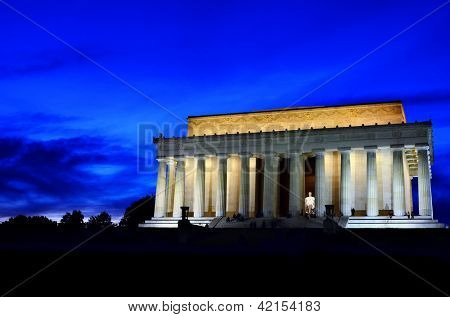 Lincoln Memorial in Washington DC at night
