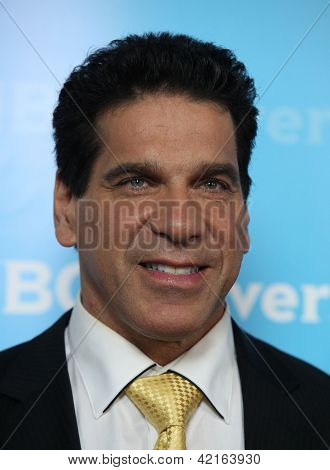 LOS ANGELES - JAN 06:  LOU FERRIGNO arriving to TCA Winter Press Tour 2012: NBC Party  on January 06, 2012 in Pasadena, CA