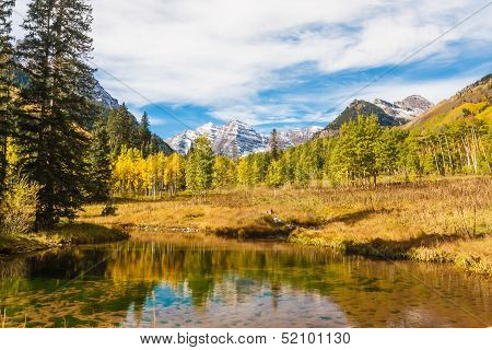 Snow-capped Maroon Bells with its Reflection in Autumn,Maroon Bells Wilderness, Aspen Colorado