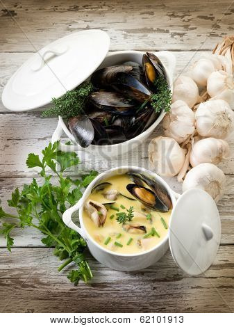 mussel soup with saffron and cream sauce
