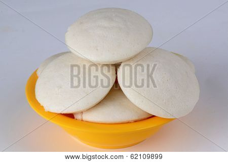 Idli on white background
