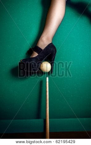 heel shoe as billiard pocket