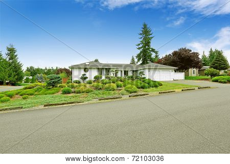 House With Beautiful Front Yard Landscape