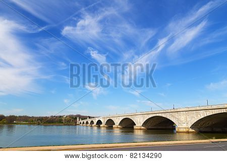Arlington Memorial Bridge across Potomac River connects Washington DC and Virginia.