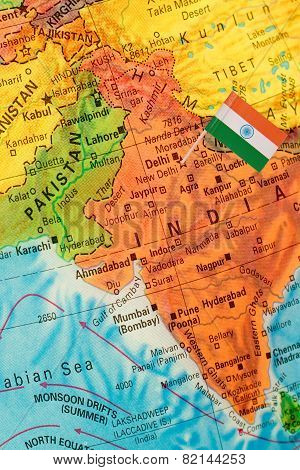 GGlobe Map Detail India With Indian Flag