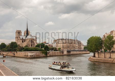 Island Cite With Notre Dame De Paris, Paris