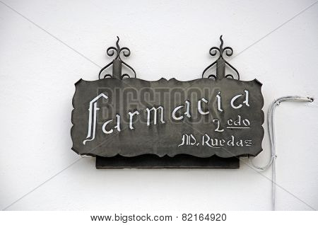 Spanish pharmacy sign.