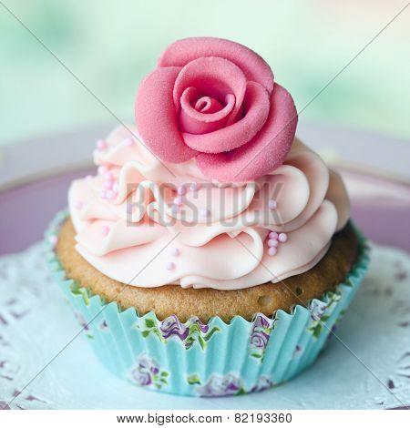 Single rose cupcake