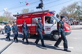 Постер, плакат: Employees and car of fire department on parade