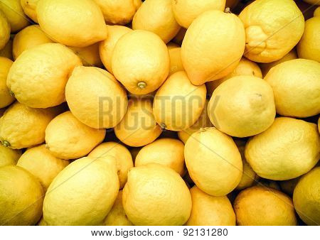 Fresh lemons in supermarket