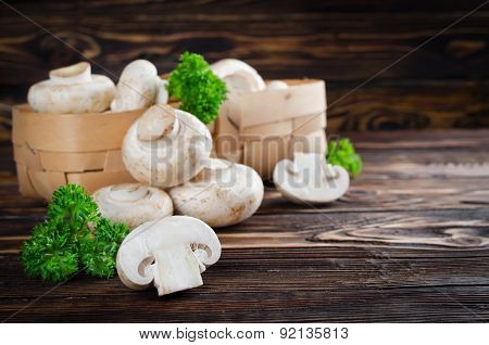 ?hampignons With Parsley In A Basket