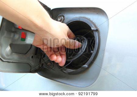 open the cap of fuel tank