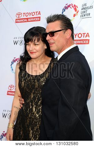 LOS ANGELES - MAY 21:  Pauley Perrette, Thomas Arklie at the An Evening With Women 2016 at Hollywood Palladium on May 21, 2016 in Los Angeles, CA