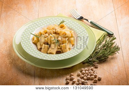 paste with chickpeas and rosemary