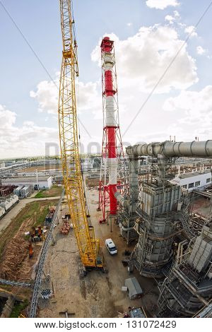 Renovations With The Use Of A Crawler Crane At A Refinery