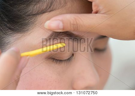 Makeup Artist Used Eyebrow Razor Makeup A Pretty Woman Face