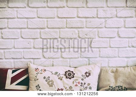 the white brick wall with the pillowswhite brick wall in leaving room and the pillows