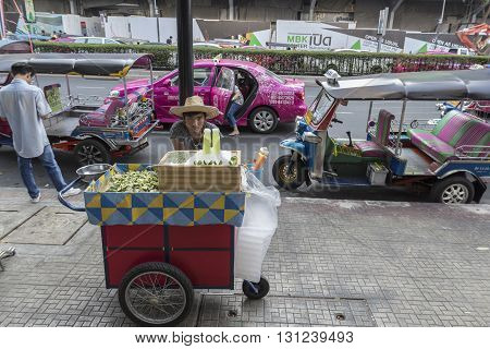 BANGKOK THAILAND - APR 24 : juice stall on street near MBK center in Siam square on april 24 2016 thailand. siam square is famous shopping place of Bangkok