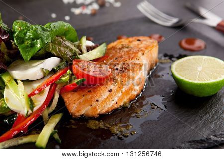 Grilled Salmon with Vegetables and Lime