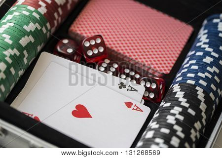 Aluminium suitcase with poker set, cards, red dice and two aces