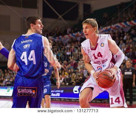 Bc Krasnye Krylia Center Anton Pushkov (14) With Ball