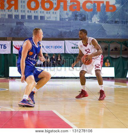 Bc Krasnye Krylia Guard Aaron Miles (32) With Ball