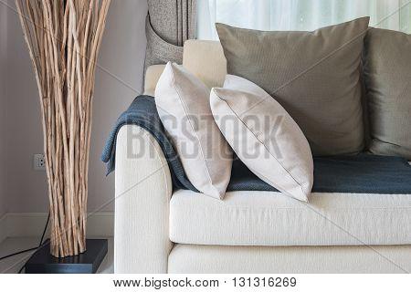 Modern Living Room Design With Grey Sofa