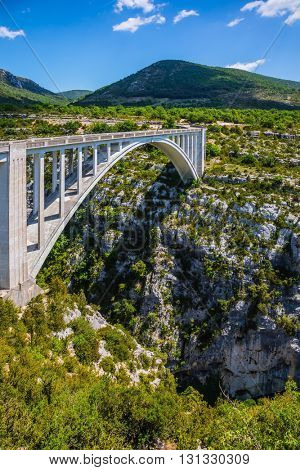 The white bridge over tributary of the River Verdon Artuby, from which arranged jumping. The largest alpine canyon Verdon. Canyon of Verdon, Provence, France