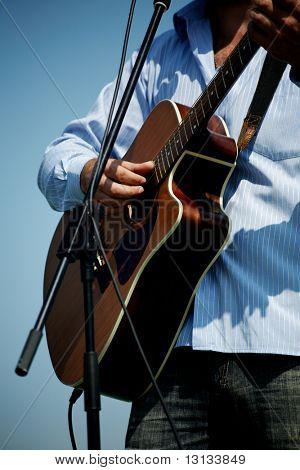 Country festival: manl playing the guitar .