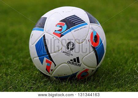 Official Matchballs Of Uefa Euro 2016 (adidas Beau Jeu)