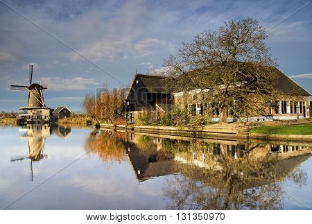 Mill 'de Vriendschap' in Bleskensgraaf reflecting in the river Graafstroom