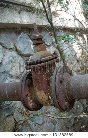 Close up on an old rusty valve.