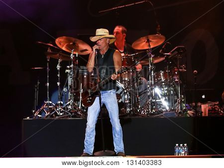 KISSIMMEE, FL-MAR 19: Singer Kenny Chesney performs onstage at the Runaway Country Music Fest at Osceola Heritage Park on March 19, 2016 in Kissimmee, Florida.
